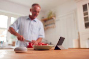 Smart Speaker tijdens het koken